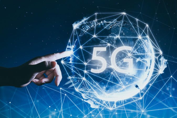 The impact of 5G through Immersive and Collaborative Solutions